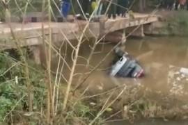 广安一越野车坠河全死了汽车落水如何自救很多人还是学不会!