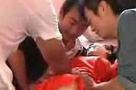 超怵16岁伴娘遭扒衣视频下载图片快播ed2k咸猪手?