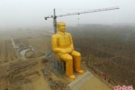 表达无尚的敬意:中国村民集资建巨型毛泽东金色塑像
